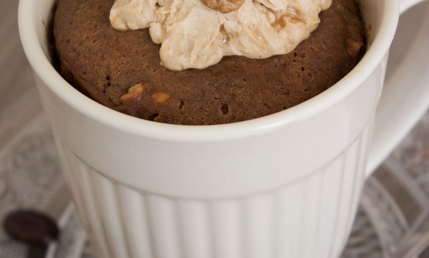 Koffie mug cake met walnoten