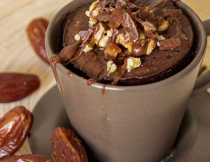 Chocolade mug cake met dadels